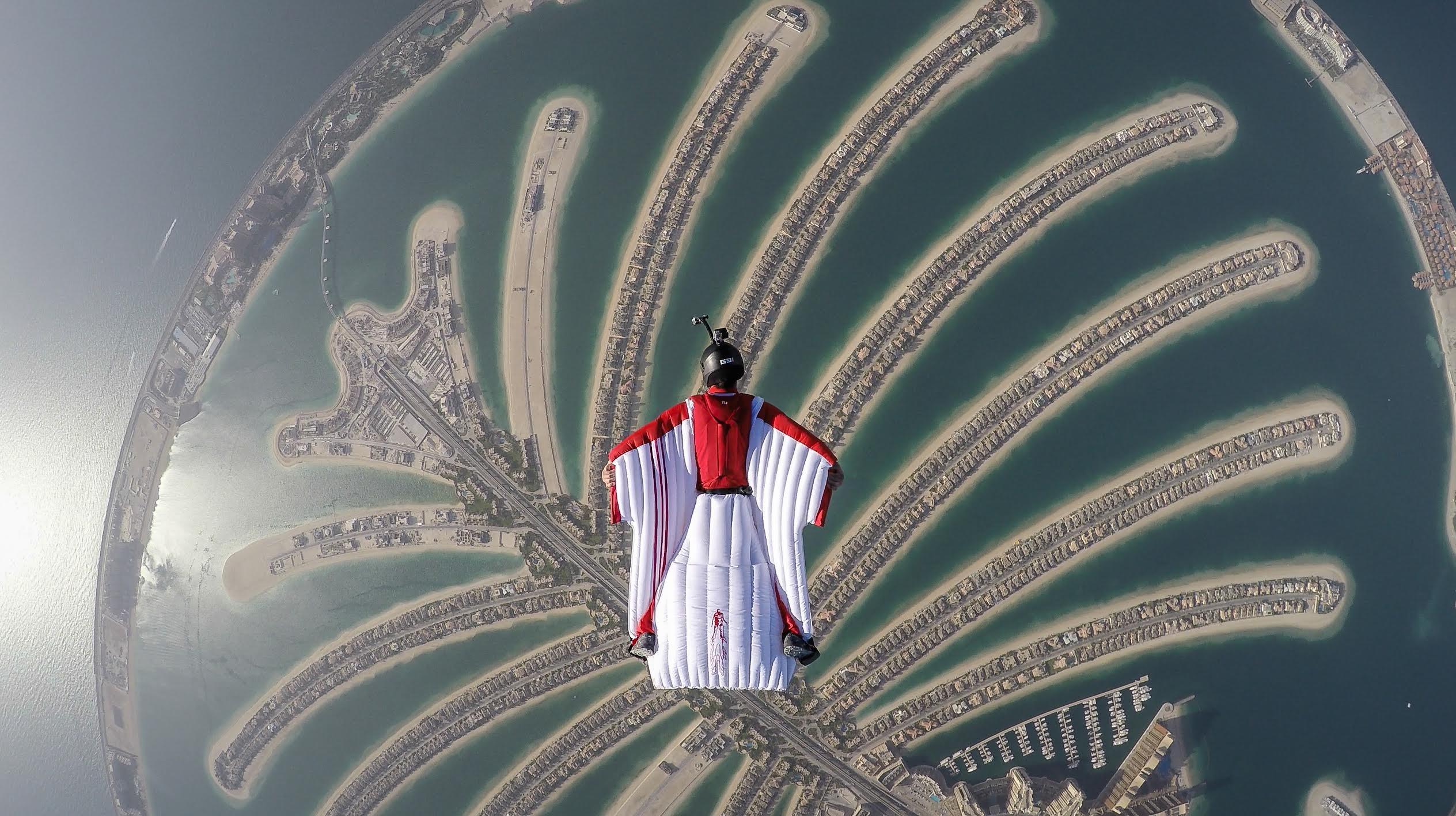 Dubai de paraquedas (Foto: Divulgação)