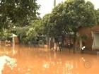 Moradores de Reginópolis estão ilhados por causa da chuva