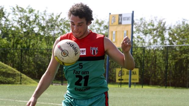 Ugo Casagrande treina no Botafogo de Ribeirão Preto (Foto: Cleber Akamine / globoesporte.com)