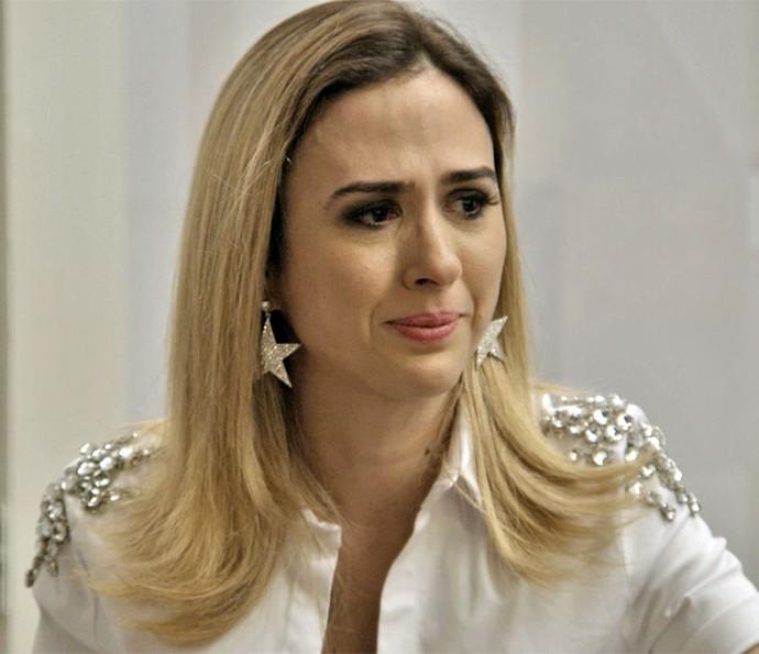 Fedora abre o coração durante a terapia em grupo (Foto: TV Globo)