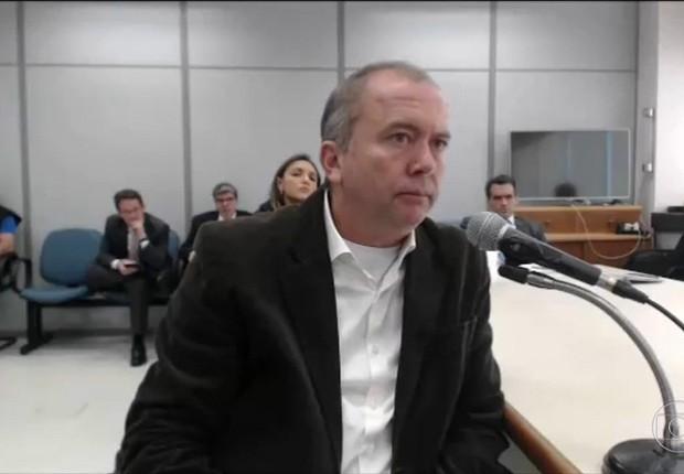 O delator Carlos Miranda, apontado pela PF como gerente da organização de propinas de Sérgio Cabral (Foto: Reprodução/YouTube)