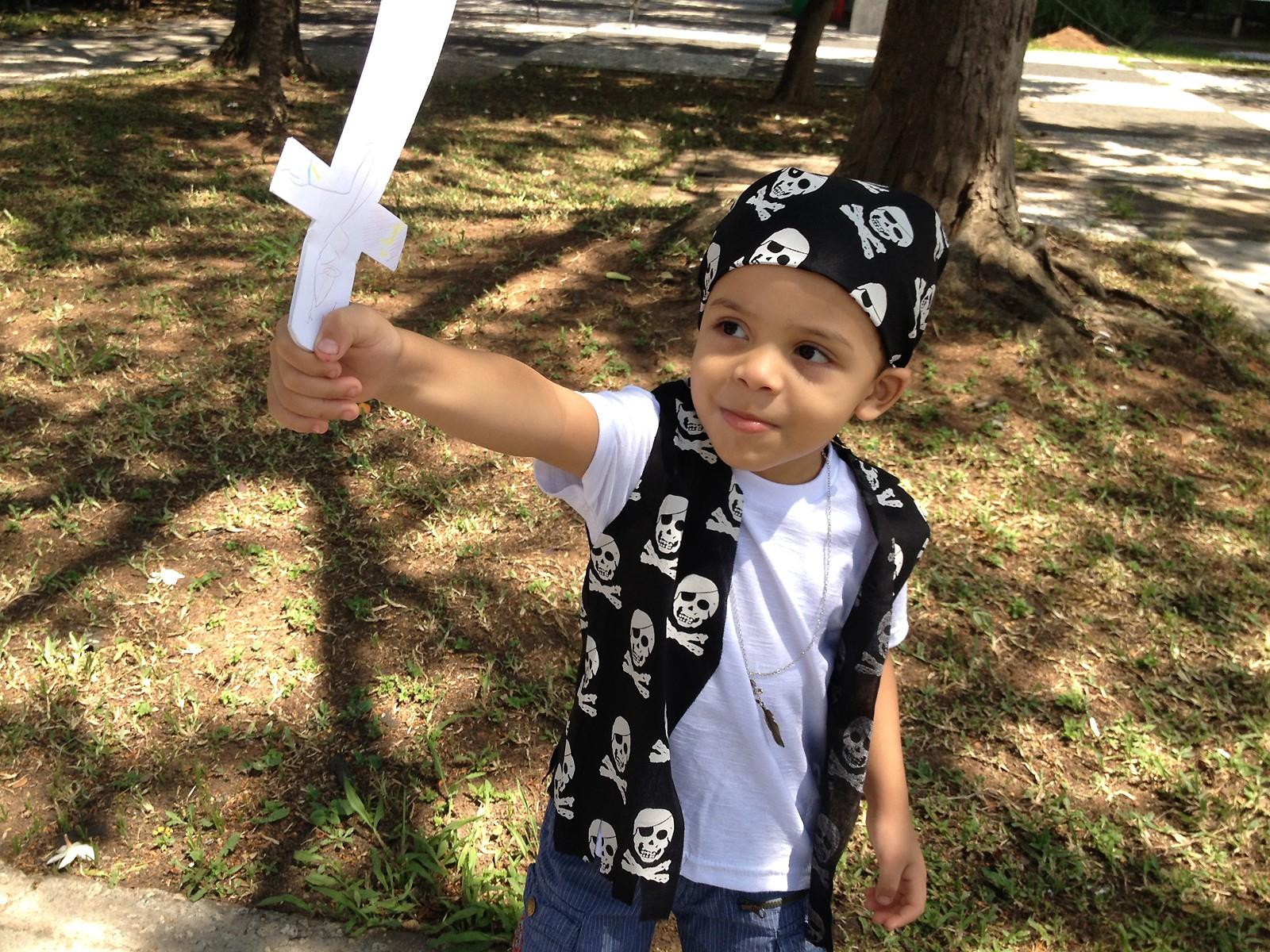 Pedro, de 3 anos, caprichou na pose de galã para sair na QUEM Inspira (Foto: QUEM Inspira)