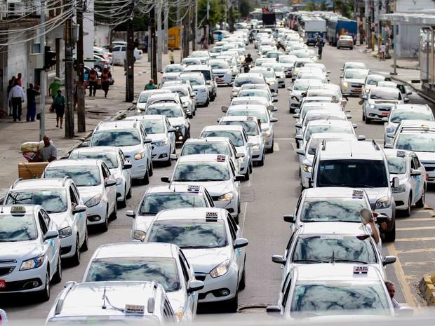 Protesto dos taxistas contra Uber complica trânsito no Recife (Foto: Marlon Costa/Pernambuco Press)