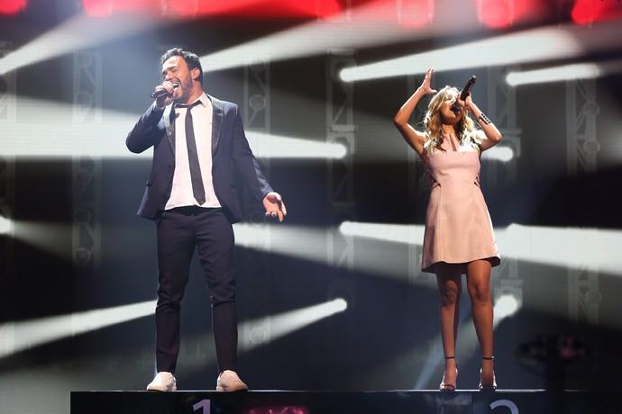 Finalistas, Filipe Labre e Karielle Gontijo cantaram 'Porto solidão' (Foto: Carol Caminha/Gshow)