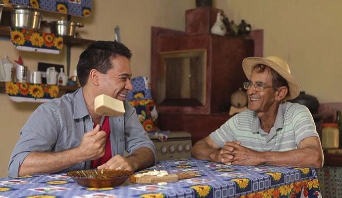 Marcelo Honorato vai experimentar o queijo canastra (Foto: Divulgação | Tô Indo)
