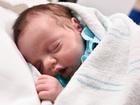 Nascida duas vezes: bebê é retirada de útero, operada, e colocada de volta por mais três meses