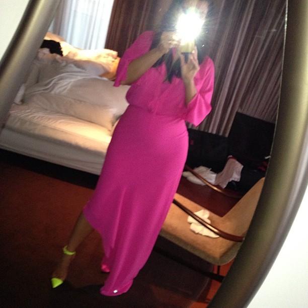 Kim Kardashian no quarto do hotel (Foto: Instagram / Reprodução)