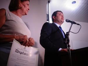 Reeleito, Toninho Lins é diplomado para novo mandato de quatro anos (Foto: Waldson Costa/ G1)