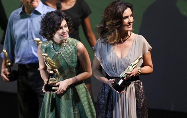 Maria Flor e Fátima Bernardes em premiação no Rio (Foto: Roberto Filho/ Ag. News)
