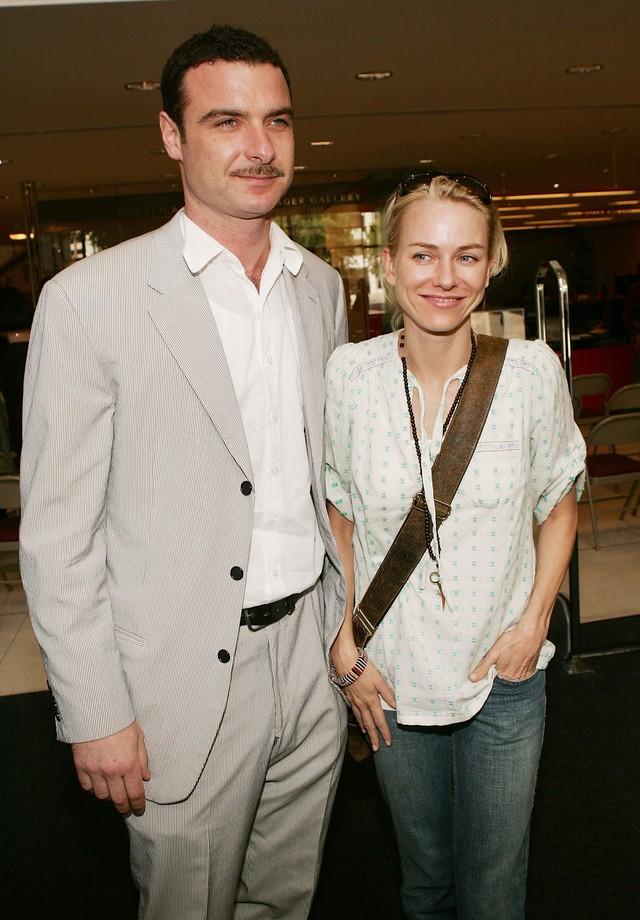 Naomi Watts e Liev Schreiber em 2005, quando assumiram namoro (Foto: Getty Images)