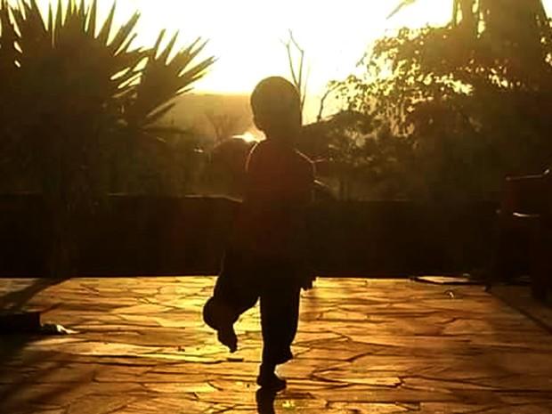 Menino de 4 anos já está há sete meses com nova família, em Campinas (Foto: Adriana Natali / Arquivo pessoal)
