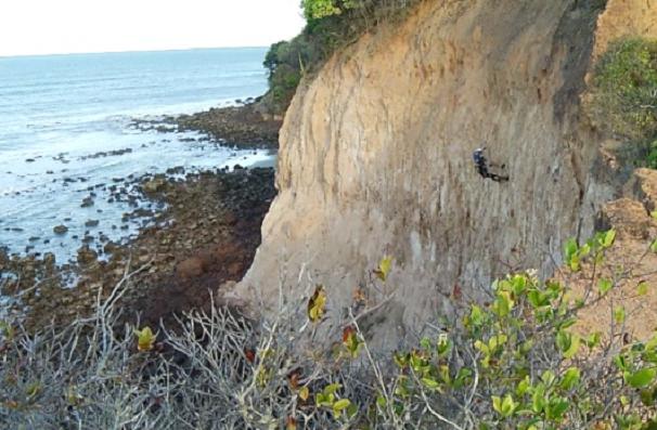 O rapel pode ser praticado na praia de Cotovelo, litoral Sul potiguar (Foto: Reprodução/Inter TV Cabugi)