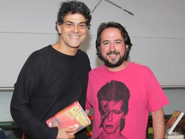Luiz Biajoni e Eduardo Moscovis no lançamento do livro A Comédia Mundana (Foto: Karen Bassetti)