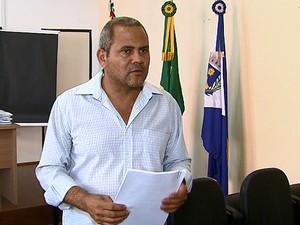 Presidente da CEI entregou novo relatório ao Ministério Público (Foto: Reginaldo Santos/EPTV)