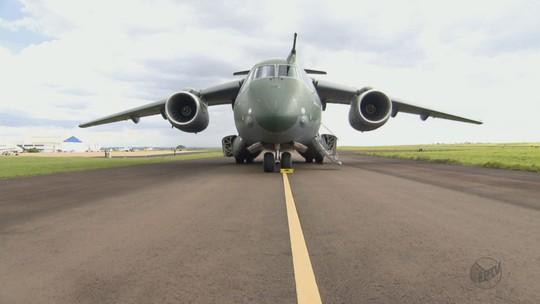 Maior avião militar fabricado no país entra em fase final de testes em SP