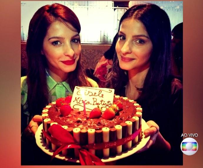 Giselle com a irmã gêmea, Michelle Batista (Foto: TV Globo)