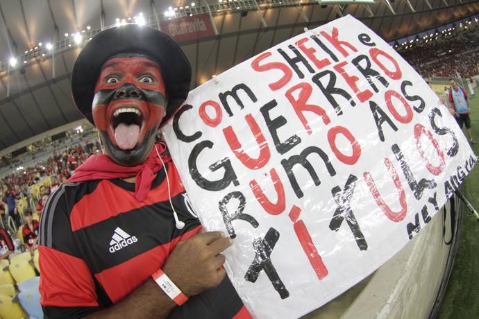 Torcedor é ainda mais otimista: quer o título, com Sheik e Guerrero (Foto: Gilvan de Souza / Flamengo)