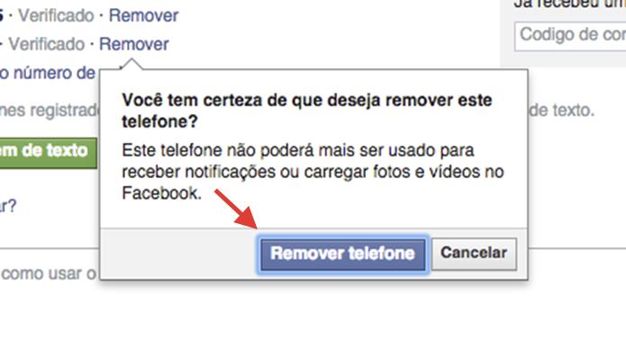 Confirmando a remoção de um telefone vinculado ao Facebook (Foto: Reprodução/Marvin Costa)