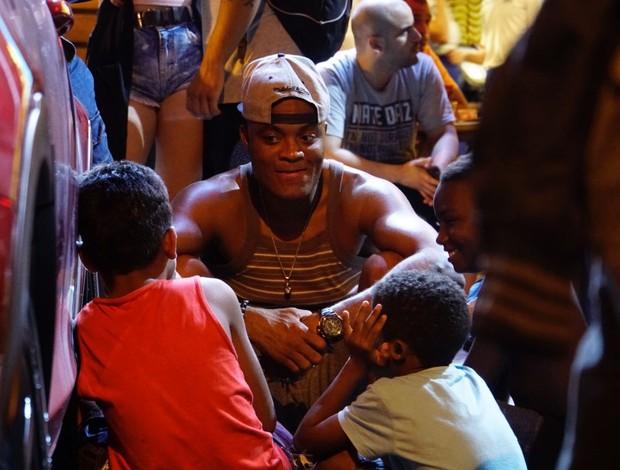 """BLOG: Anderson conversa com crianças na rua: """"Aprendi sobre como a vida é simples"""""""
