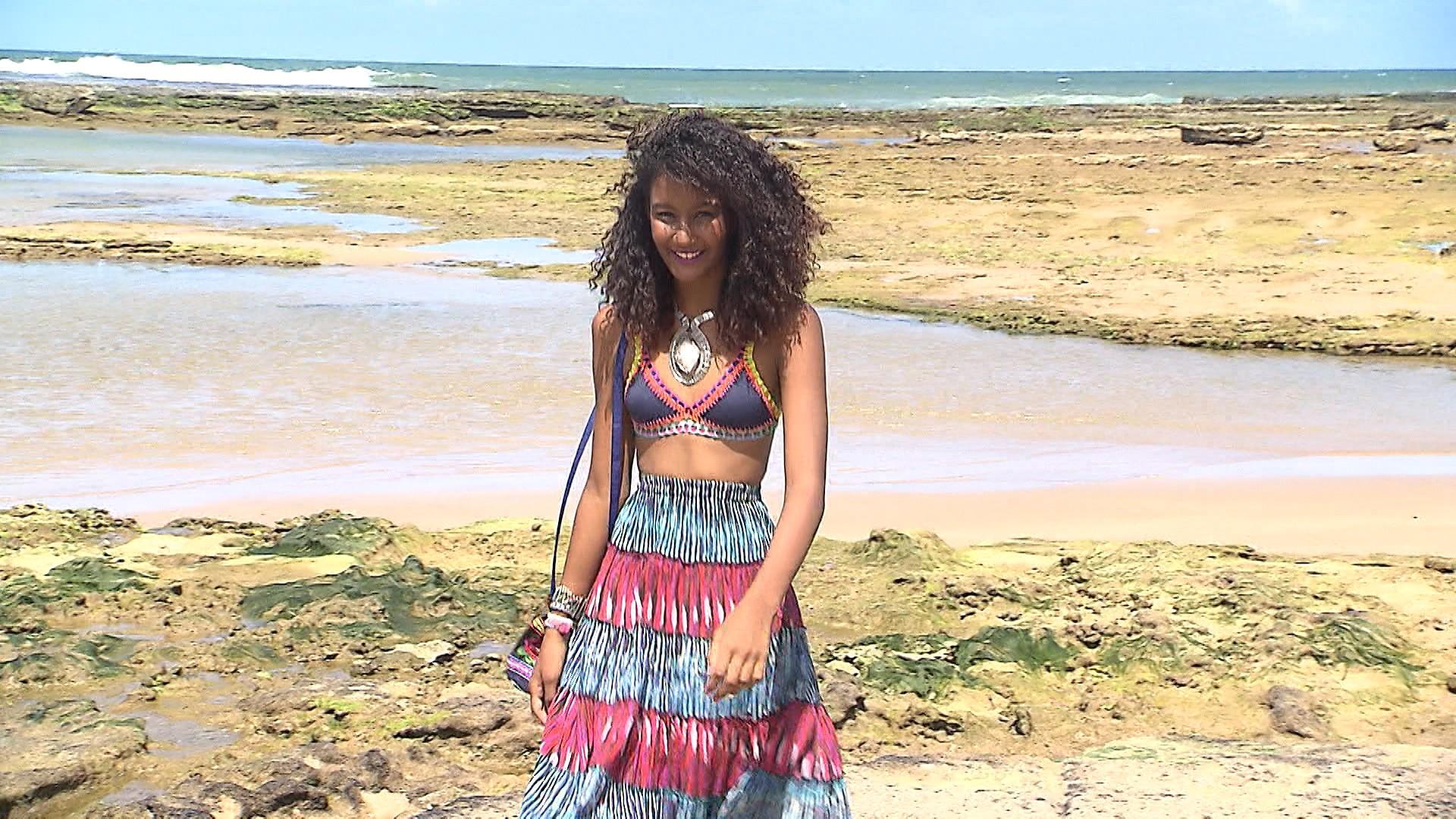 Saias longas e máxi acessórios podem ser usados na praia (Foto: Divulgação)