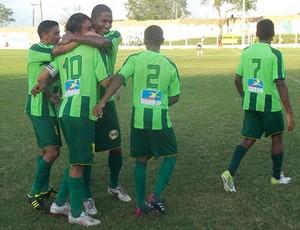 Jogadores comemoram o gol da vitória diante o Santa Quitéria (Foto: Divulgação/Ivan Silva)