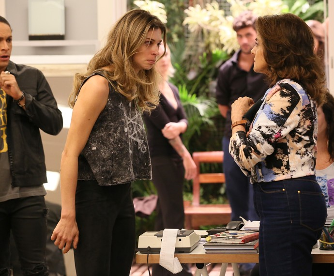 Larissa surta com Fanny (Foto: Isabella Pinheiro/ Gshow)