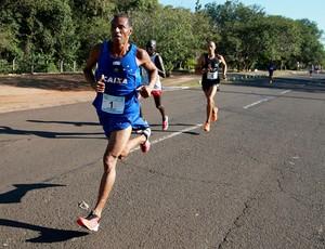 Giomar Pereira corre em Ribeirão Preto pelo título antecipado do Circuito Caixa (Foto: Luiz Doro/adorofoto)