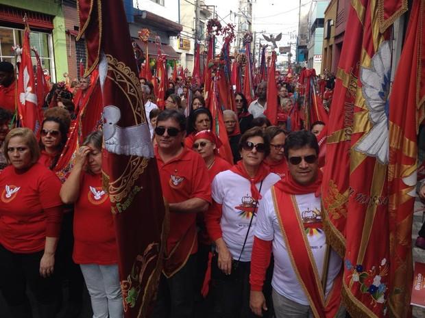 Milhares de pessoas participaram da Entrada dos Palmitos em Mogi (Foto: Jenifer Carpani / G1)