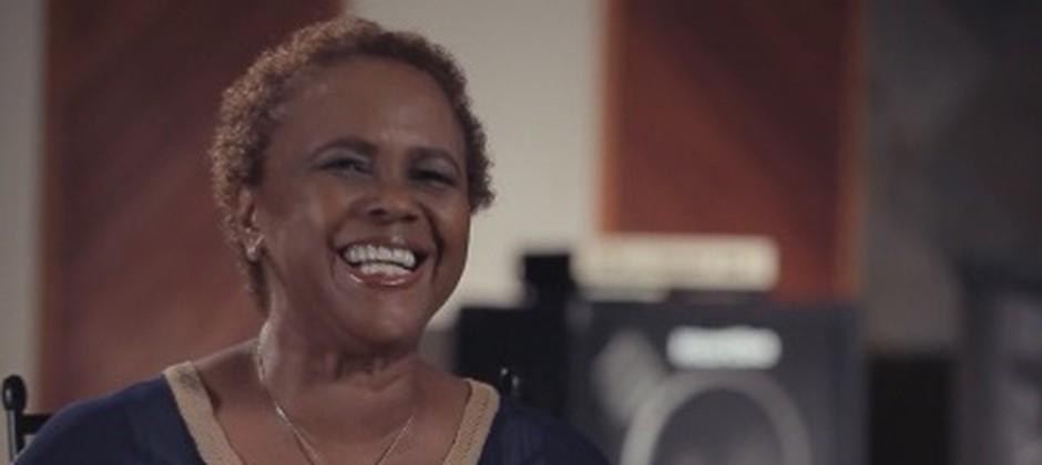 """Sandra de Sá na série """"Os Anos 80 Estão de Volta"""""""