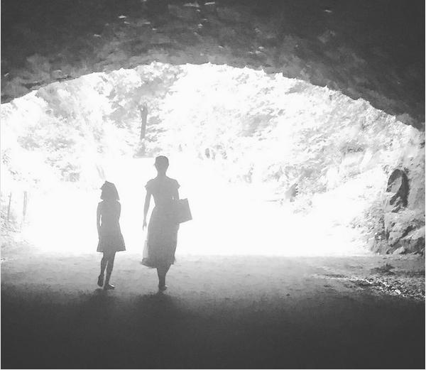 Katie Holmes e Suri Cruise (Foto: Instagram)