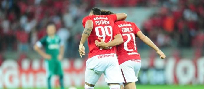 Pottker e Camilo contra o Goiás (Foto: Ricardo Duarte / Inter, DVG)