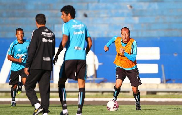 Marquinhos no treino do Grêmio (Foto: Lucas Uebel/Grêmio/Divulgação)