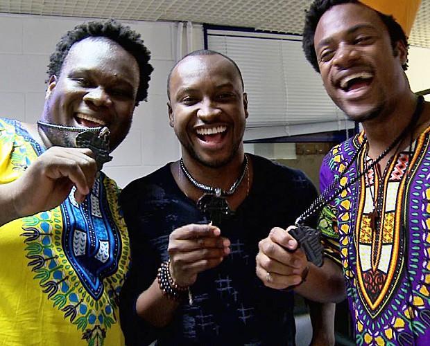 Dois Africanos e Thiaguinho  (Foto: Gshow)