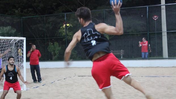 Equipes disputam a final do Beach Handebol na Potycabana (Foto: Emanuele Madeira/GLOBOESPORTE.COM)