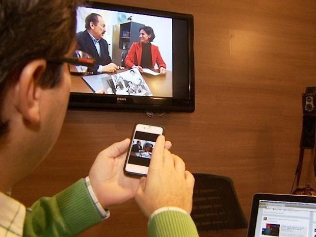 Estudo aponta que uma em cada seis pessoas usa internet enquanto vê TV (Foto: Reprodução / EPTV)