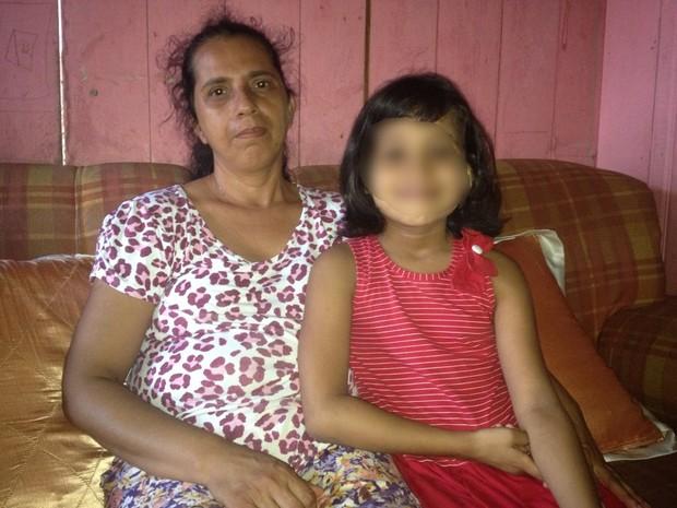 Arlêucia adotou a filha há sete anos e não sabia do benefício (Foto: Genival Moura/G1)