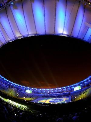 Luzes foram ponto alto da festa do novo Maracanã (Foto: Vanderlei Almeida / AFP)