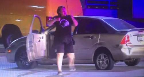 Motorista dança Ao Ser parada por Policiais em Los Angeles