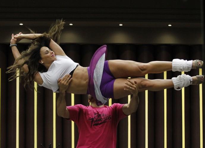 Viviane Araújo mostra curvas e coragem em treino do Dança (Foto: Fabiano Battaglin / Gshow)