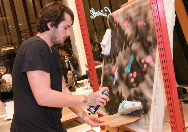Gian Luca Ewbank na nova loja da Anacapri (Foto: Luciana Prezia e Rafael Cuzzato/Divulgação)