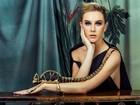 Fiorella Mattheis posa deslumbrante e coberta de joias em ouro para ensaio