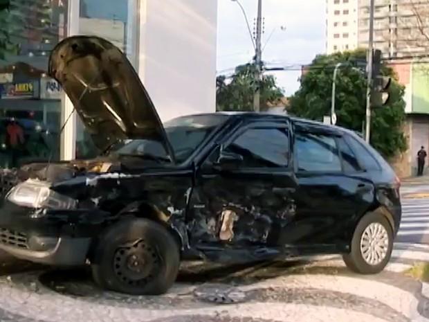 Com a batida, quatro pessoas ficaram feridas (Foto: Reprodução/TV Fronteira)
