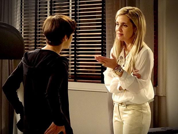 Carminha e Nina se enfrentam  (Foto: Avenida Brasil / TV Globo)