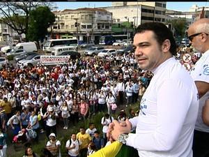 Deputado federal Marco Feliciano (PSC-SP) participa da marcha neste sábado (Foto: Reprodução/TV Globo)