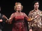 Glória Menezes reestreia no teatro e marido e filho a prestigiam