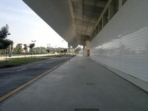 Espaço para embarque e desembarque de passageiros em frente à rodoviária nesta segunda (Foto: Rosanne D'Agostino/G1)