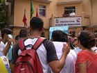 Amigos e familiares de estudante assassinado protestam em Belém