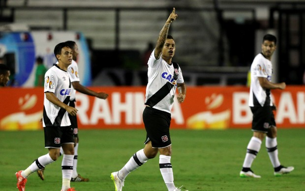 Bernardo gol Vasco (Foto: Cezar Loureiro / O Globo)