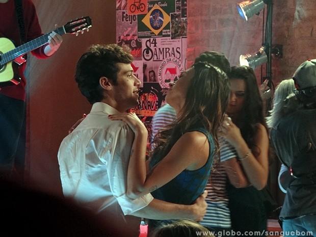 Camilinha pede Maurício em namoro (Foto: Sangue Bom/TV Globo)