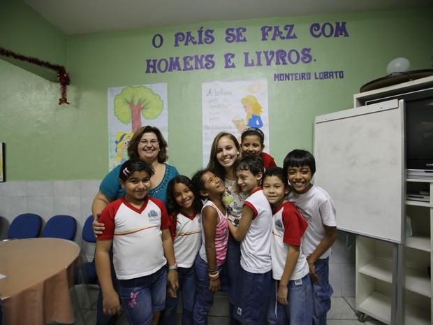 Karolynne e alunos que participam do projeto (Foto: Arquivo Pessoal)